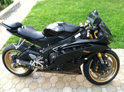 2009 Yamaha R6 Black and Gold